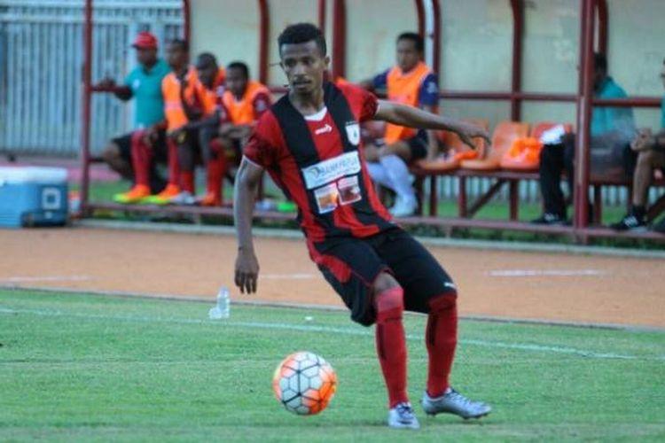Winger muda Persipura Jayapura, Friska Womsiwor, siap bersinar di Piala Presiden 2017.