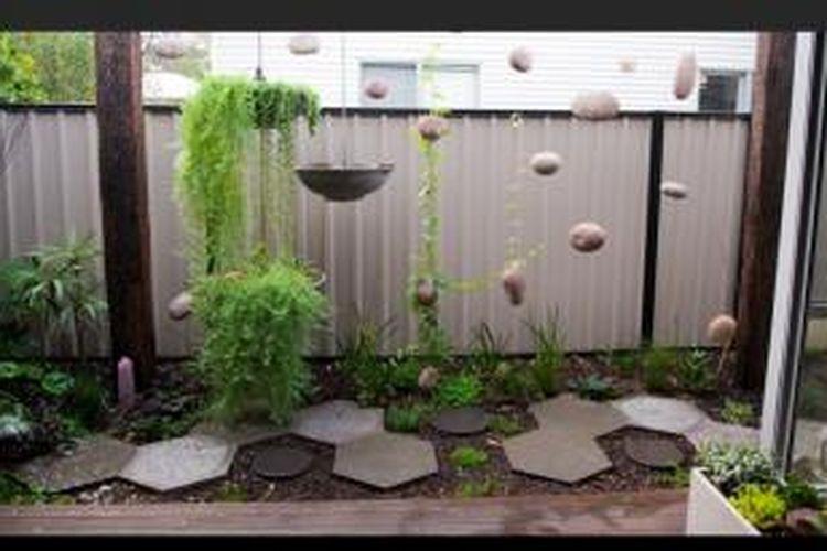Anda pun bisa membuatnya, merancang alam kecil dengan kemiripan yang liar dan bebas di dalamnya. Ya, Anda bisa membuat taman kecil yang hijau dan sehat untuk mengembangkan pikiran anak-anak Anda