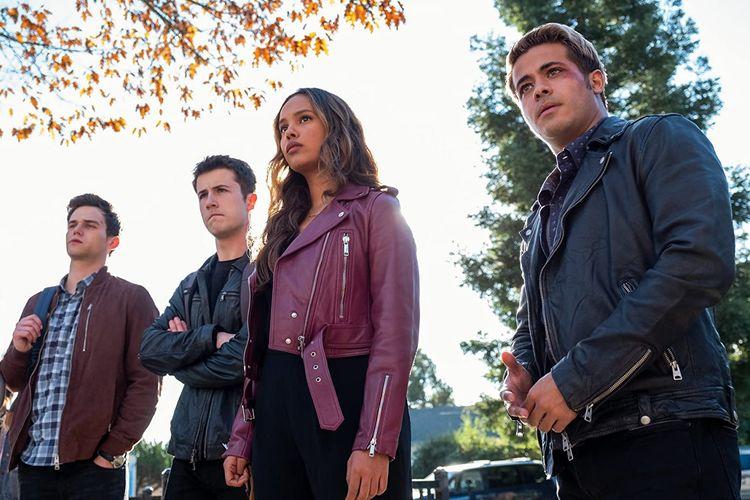 Season 4 dari serial drama remaja 13 Reasons Why kembali dibintangi oleh Brandon Flynn, Dylan Minette, Alisha Boe, dan Christian Navarro.