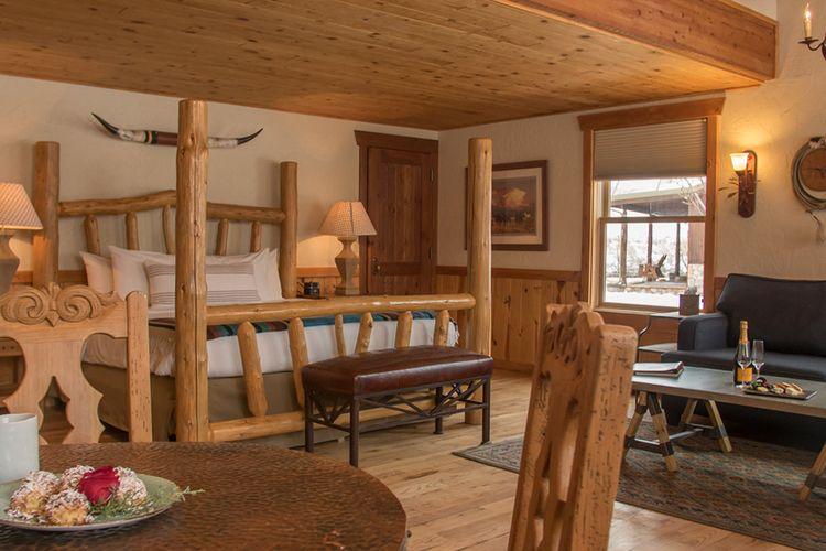 Kamar tipe Family Suite di Sorrel River Ranch Resort and Spa, Utah, Amerika Serikat.