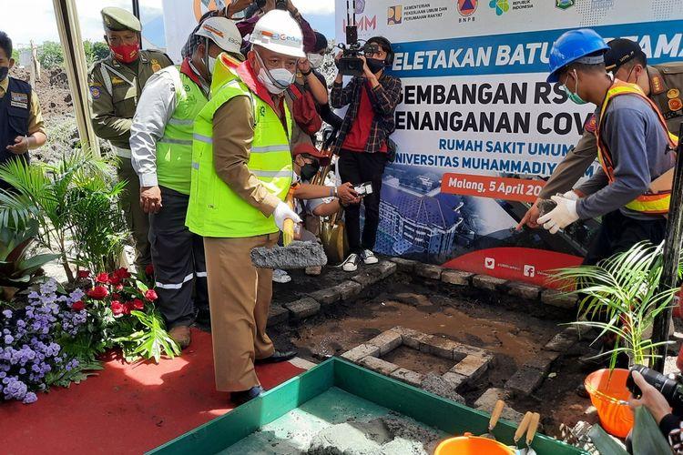 Bupati Malang, Sanusi saat peletakan batu pertama pembangunan rumah sakit khusus pasien Covid-19 di Kecamatan Dau, Kabupaten Malang, Senin (5/4/2021).