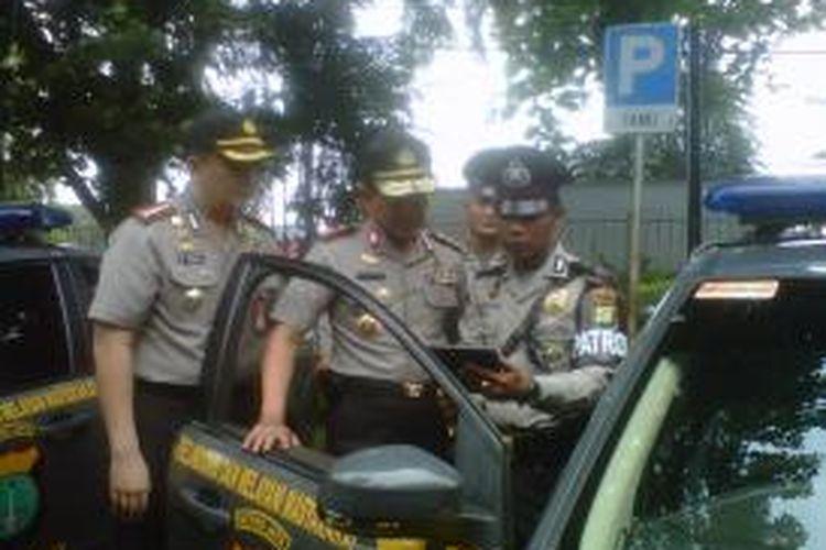 Sebanyak 51 mobil patroli berbasiskan teknologi Android diresmikan oleh Kapolda Metro Jaya Inspektur Jenderal Putut Eko Bayuseno di Gedung Astra International, Jalan Gaya Motor, Tanjung Priok, Jakarta Utara, Selasa (12/11/2013).