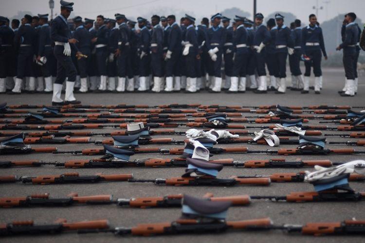 Deretan senapan serbu INSAS yang saat ini masih menjadi standar angkatan bersenjata India.