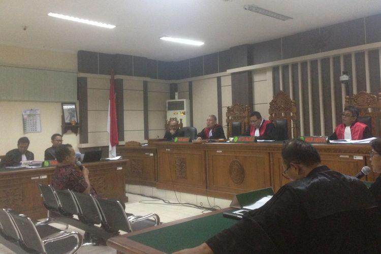 Bupati Purbalingga nonaktif Tasdi diperiksa dalam sidang di Pengadilan Tipikor Semarang, Senin (7/1/2019)