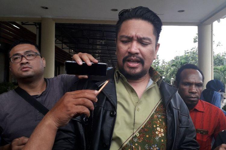 Pengacara Aris Idol, Zecky Alatas, di Mapolres Pelabuhan Tanjung Priok, Rabu (16/1/2019).