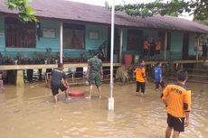 Petugas Gabungan Bersihkan Sekolah di Rokan Hulu Usai Banjir Surut