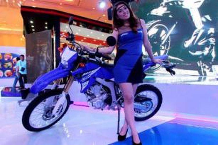 Motor Yamaha WR 250R dipamerkan pada Indonesia Motorcycle Show 2014 di Jakarta Convention Center, Jakarta, Rabu (29/10/2014). Pameran khusus sepeda motor terbesar di Tanah Air ini akan berlangsung hingga 2 November mendatang.