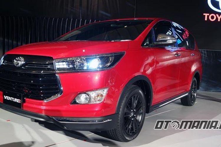 Toyota Kijang Innova Venturer.