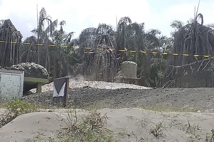 Semburan gas disertai lumpur merusak bangunan Ponpes Al Ihsan Boarding School Riau Kampus 2 di Kelurahan Tuah Negeri, Kecamatan Tenayan Raya, Kota Pekanbaru, Riau, Sabtu (6/2/2021).