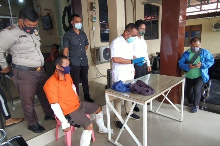 JA, pelaku pembakar rumah mertua di Banjarmasin, Kalsel, dihadirkan Polsek Banjarmasin Barat dalam gelar perkara pada, Senin (19/10/2020).