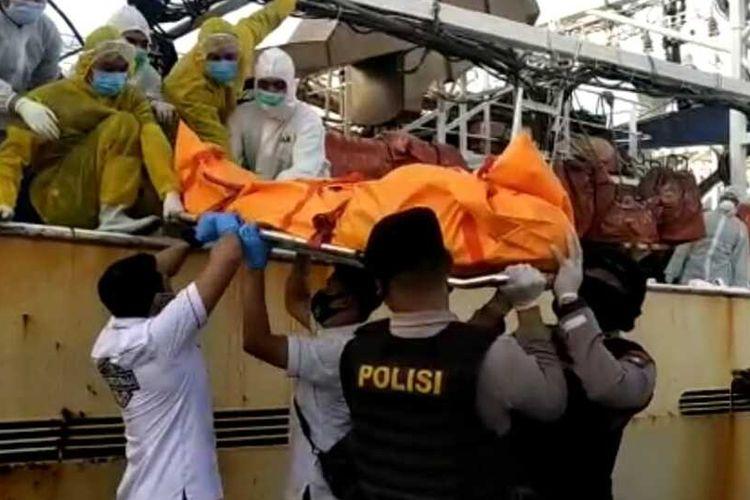 Dari pemeriksaan kasus kematian almarhum Hasan Afriandi asal Lampung, pekerja WNI yang tewas di kapal berbendera China Lu Huang Yuan Yu 118, Polda Kepri menetapkan satu orang tersangka. Satu orang tersangka itu yakni WNA asal China yang kesehariannya merupakan mandor di kapal Lu Huang Yuan Yu 118 tersebut.
