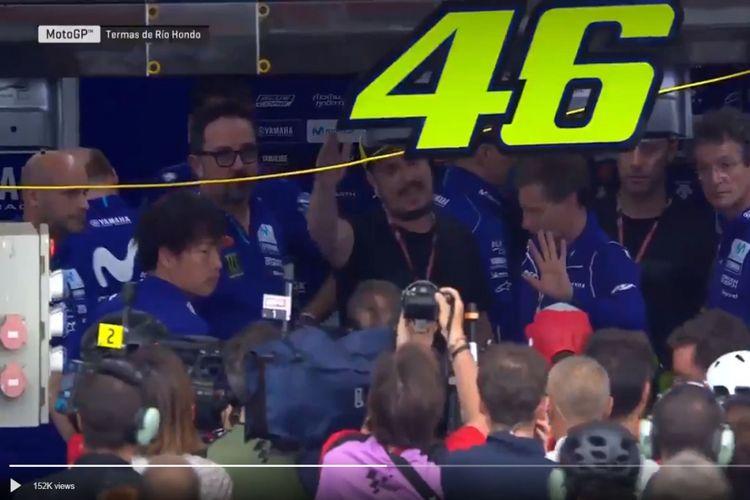 Momen saat tim Yamaha menolak kedatangan Marquez untuk meminta maaf karena menjatuhkan Rossi di GP Argentina, Minggu (8/4/2018).