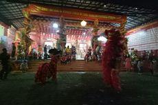 Atraksi Barongsai dan Kembang Api Warnai Malam Imlek di Wihara Kwan In Thang Pondok Cabe