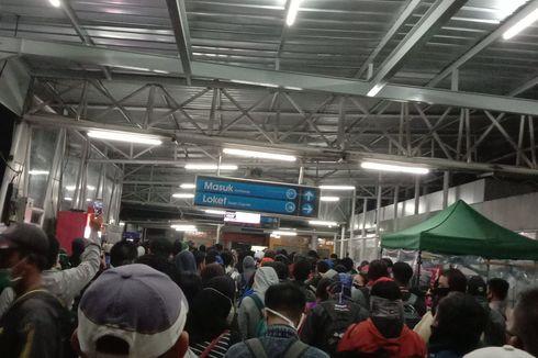Situasi Sejumlah Stasiun KRL Pagi Ini, Antrean Penumpang Masih Mengular
