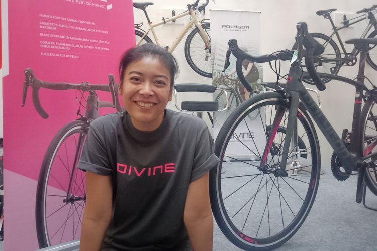 Aktris Sigi Wimala saat ditemui sesuai peluncuran seri sepeda Polygon Divine di Mal Artha Gading, Jakarta, Minggu (23/9/2018).