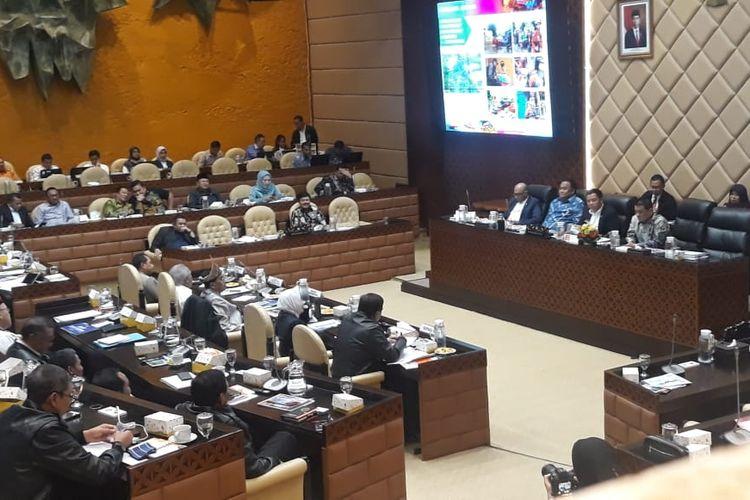 Suasana Rapat Dengar Pendapat antara Menhub Budi Karya dan Komisi V DPR RI, Selasa (28/1/2020).
