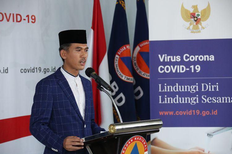 Sekretaris Komisi Fatwa Majelis Ulama Indonesia (MUI) Asrorun Niam Sholeh, saat memberikan keterangan pers di Graha BNPB, Jakarta, Sabtu (4/4/2020).