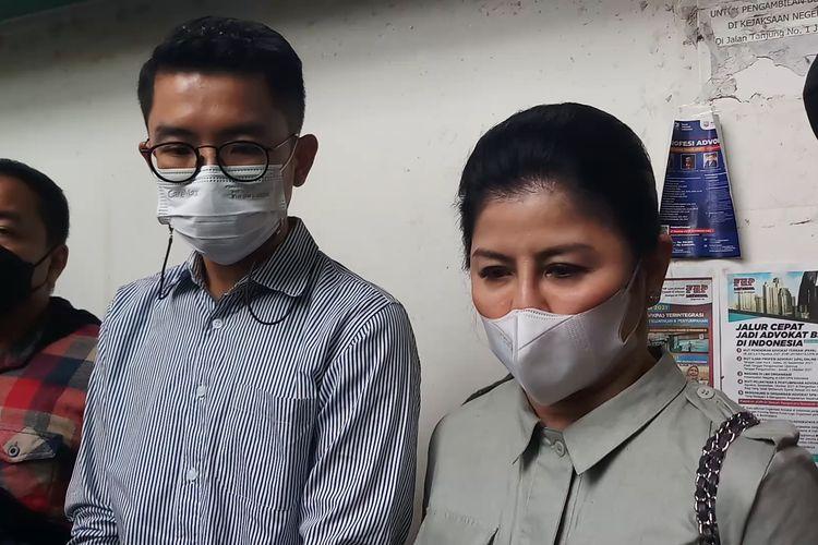 Prianka Regana Bukit (kiri) dan Desiree Tarigan (kanan) saat ditemui di Pengadilan Negeri (PN) Jakarta Selatan, Selasa, (14/9/2021).