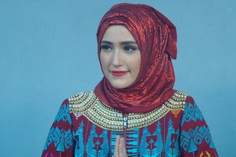 Istri Pasha 'Ungu', Adelia Wilhelmina, di Gedung Trans, Jalan Tendean, Jakarta Selatan, Senin (13/6/2016).