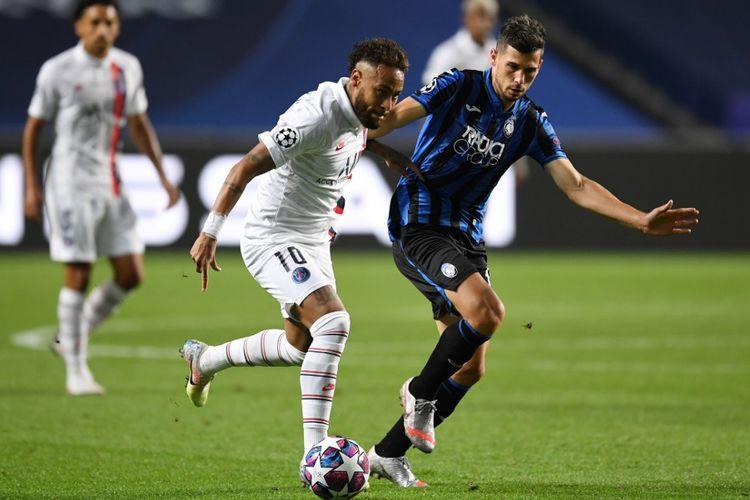 Penyerang Paris Saint-Germain, Neymar, beraksi pada laga perempat final Liga Champions kontra Atalanta di Estadio Da Luz, Lisbon, pada Kamis (13/8/2020) dini hari WIB.