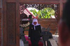 Ziarah ke Makam Gubernur Suryo, Khofifah Menitikkan Air Mata