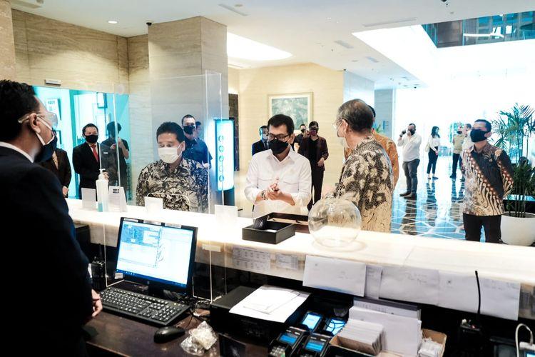 Wishnutama saat memeriksa penerapan protokol kesehatan di Hotel JS Luwansa, Jakarta, Rabu (8/7/2020).