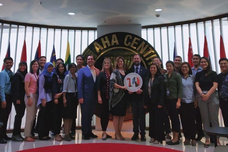 Para pihak yang terlibat dalam English Communications for Disaster Management for ASEAN, pelatihan Bahasa Inggris untuk petugas tanggap bencana se-ASEAN, dari tanggal 1-20 Juli 2019 di AHA Centre, Graha BNPB, Jakarta Timur.