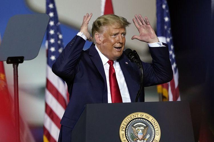 Presiden Amerika Serikat Donald Trump saat berkampanye di Pensacola, Florida, Jumat (23/10/2020).