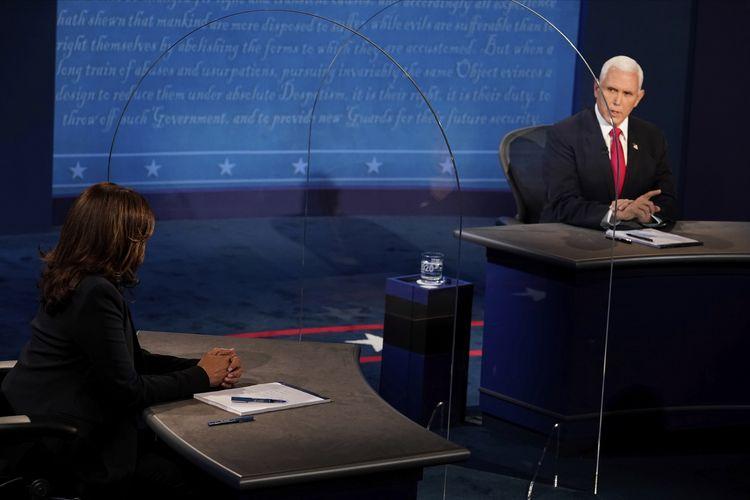 Wakil Presiden Mike Pence menjawab pertanyaan dari kandidat calon wakil presiden Partai Demokrat, Senator Kamala Harris, di Kingsburry Hall di Universitas Salt Lake City, Utah, pada 7 Oktober 2020.