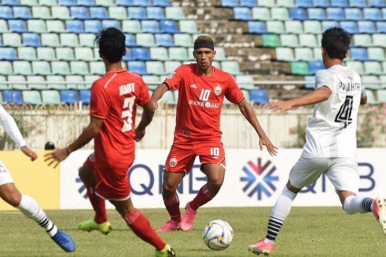 Aksi pemain Persija Jakarta Bruno Matos pada laga tandang timnya kontra tuan rumah Shan United, di Stadion Thuwanna, Yangon, Myanmar, Selasa (12/3/2019).