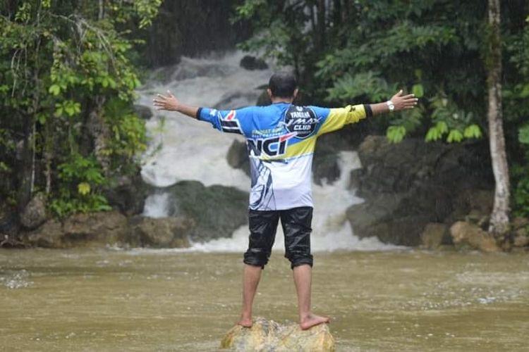 Anggota Yamaha NMAX Club Indonesia chapter Biak menikmati keindahan alam tanah Papua