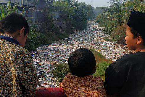 Lagi, Kali di Bekasi Tertutup Sampah Plastik