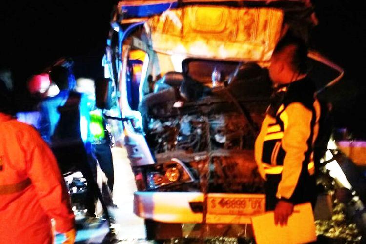 Laka di jalur tol kembali terjadi di Ngawi. Sopir mobil truck Dwi Pramono (35)  warga Sumber Agung, Kecamatan Wates, Kabupaten Kediri tewas ditempat setelah terlibat kecelekaan dengan sebuah truck roda enam.