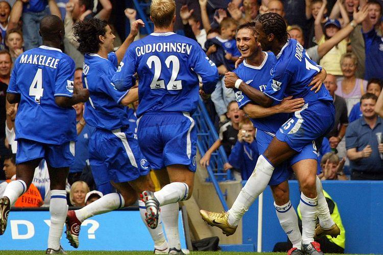 Frank Lampard dan para pemain Chelsea merayakan gol pada laga Liga Inggris Chelsea vs Southampton di Stamford Bridge pada 28 Agustus 2004.