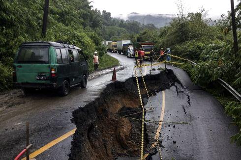Diguyur Hujan Deras, Jalan Penghubung Lahat-Pagaralam Longsor