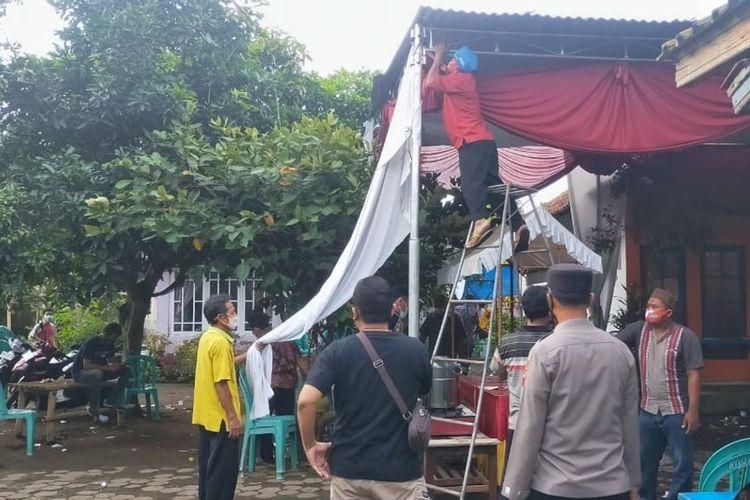 Gugus Tugas Covid-19 membubarkan acara hajatan di Desa Kuripan, Kecamatan Kesugihan, Cilacap, Jawa Tengah, Kamis (1/7/2021).