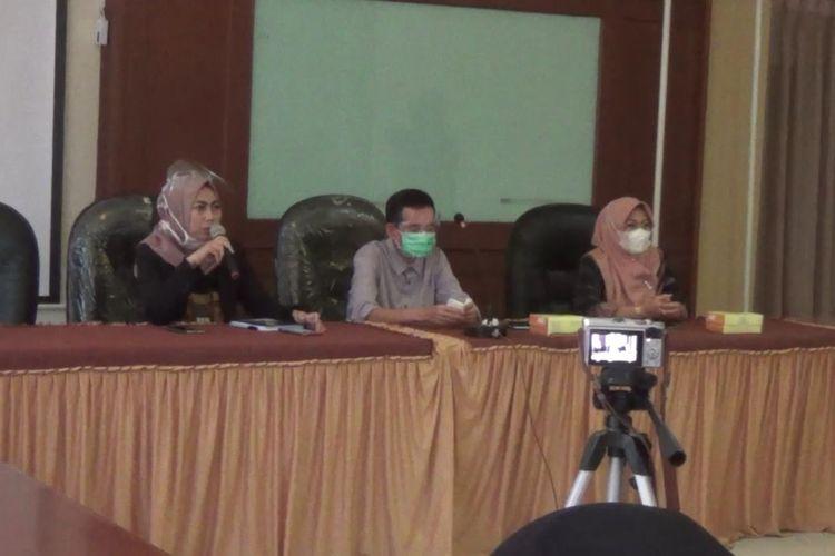 Civitas Akademika UIN Alauddin Makassar menggelar jumpa pers di Kampus 2 Samata, Kabupaten Gowa, Sulawesi Selatan terkait kasus teror video call cabul yang melanda belasan mahasiswinya. Selasa, (29/9/2020).