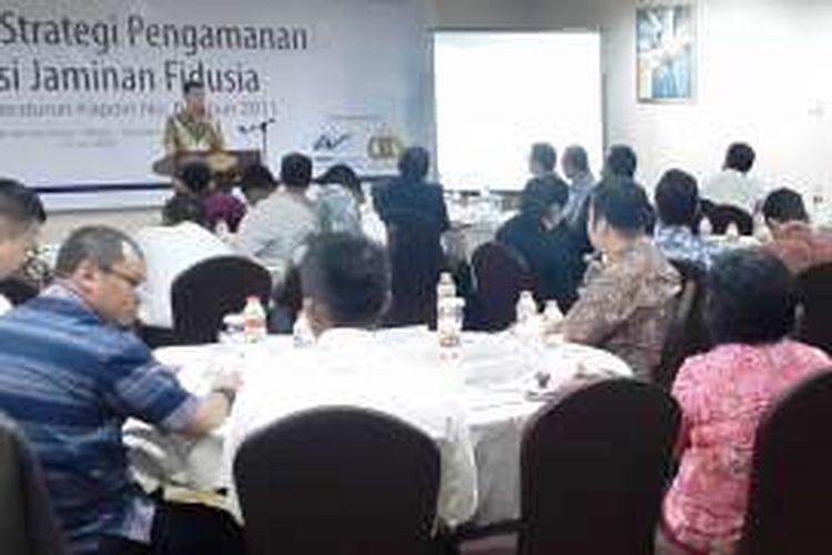 Direktur Ditreskrimsus Poldasu Kombes Pol Drs Toga Habinsaran Panjaitan berbicara di hadapan Kasat Reskrim sejajaran Polda Sumut pada seminar yang diadakan WOM Finance, Sabtu (11/6/2016)