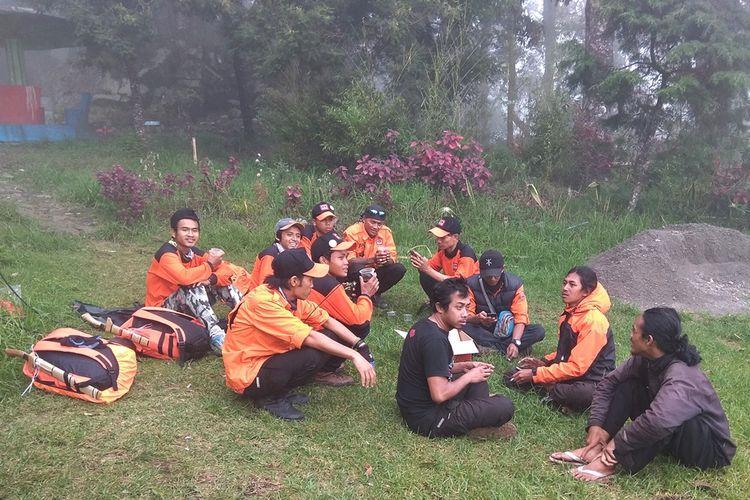 Tim SAR gabungan di Pos Cemoro Sewu, Gunung Lawu. Hingga hari ke-6 (7/1/2019) upaya pencarian pendaki dari Magelang yang dilaporkan hilang belum diketahui.