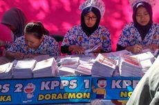 Unik, Petugas TPS di Bondowoso Pakai Piama Motif Doraemon