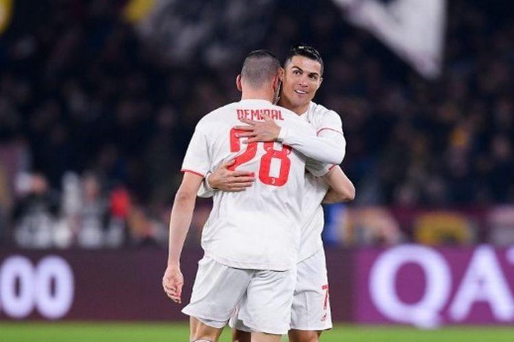 Merih Demiral dan Cristiano Ronaldo dalam laga AS Roma vs Juventus pada lanjutan kompetisi Liga Italia Serie A yang digelar di Stadion Olimpico, 12 Januari 2020.