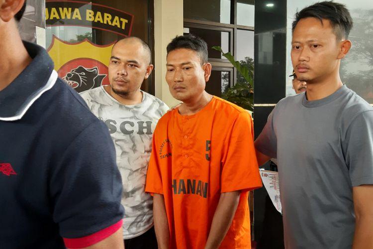 Kurnaevi ditangkap jajaran Polres Sumedang di TPU Cilayung, Jatinangor, Sumedang, Jawa Barat, Kamis (14/2/2019) malam pukul 21.00 WIB. AAM AMINULLAH/KOMPAS.com