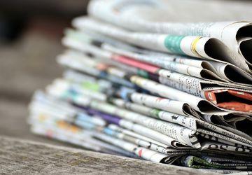 5 Fungsi Koran Bekas untuk Membersihkan Rumah