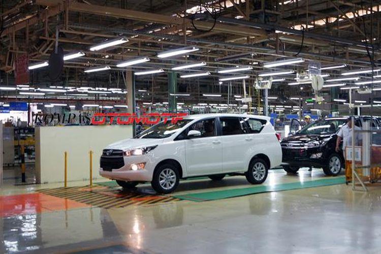 Toyota All-New Kijang Innova di pabrik Karawang Plant I milik Toyota Motor Manufacturing (TMMIN).