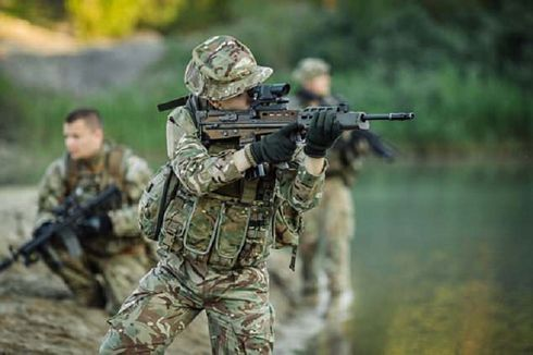 Balaskan Kematian 13 Tentara AS, Pasukan Elite Inggris SAS Bertahan di Afghanistan
