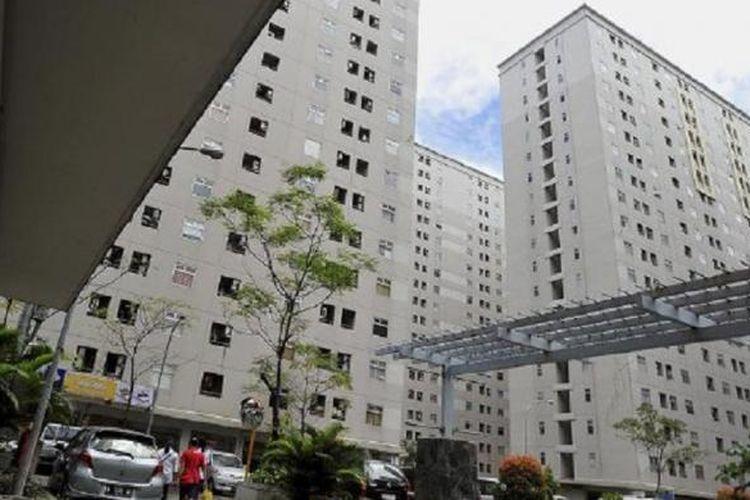 Suasana kawasan Apartemen Kalibata City, Pancoran, Jakarta Selatan, Senin (27/4). Lemahnya regulasi penataan apartemen seperti pendataan penghuni memunculkan kasus kejahatan di apartemen. Pada Jumat pekan lalu, Polda Metro Jaya mengungkap kegiatan prostitusi daring di Apartemen Kalibata City.