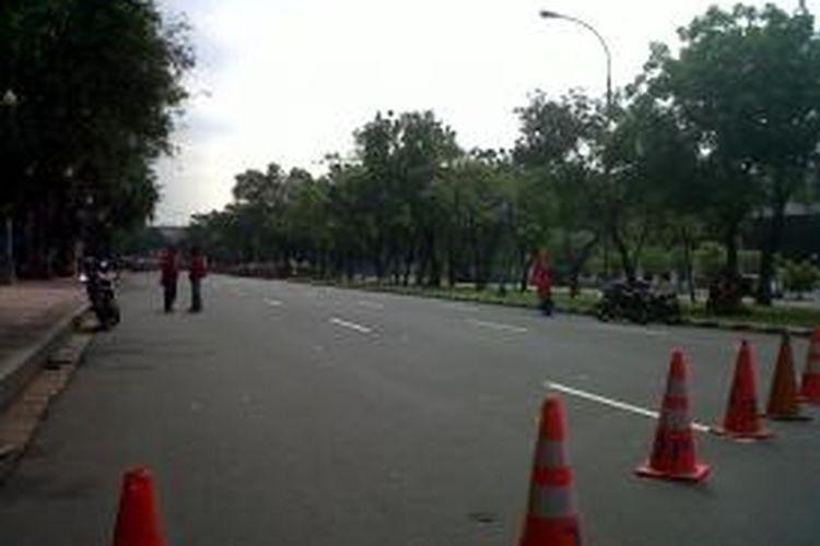 Jalan merdeka utara di tutup  Jalan medan merdeka utara dialihkan aparat kepolisian lalu lintas Polsek Gambir untuk mengantisipasi kemacetan di Istana Merdeka Jakarta, Senin (16/09/2013).