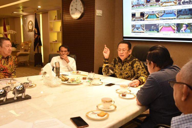 Ketua DPR RI Bambang Soesatyo saat menerima Koalisi Advokasi Kemerdekaan Beragama atau Berkeyakinan, di ruang kerja Ketua DPR RI, Jakarta, Senin (22/07/19).