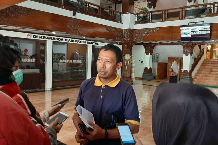 Juru bicara Gugus Tugas Percepatan Penanganan Penularan Infeksi COVID-19, Kabupaten Bantul, dr. Tri Wahyu Joko Santosa, saat jumpa pers di Parasamya Pemkab Bantul, Jumat (20/3/2020)