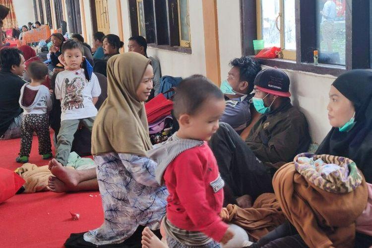 Para pengungsi asal Distrik Elelim Kabupaten Yalimo, yang saat ini sudah mengungsi di Gedung Tongkonan Wamena, Jayawijaya, Papua, Selasa (6/7/2021)